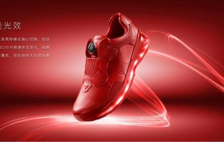 Lenovo records your physical activity directly from the shoes, there are plenty of lights or wireless charging