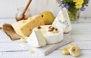 A normal or low-fat cheese? How this information affects our cholesterol