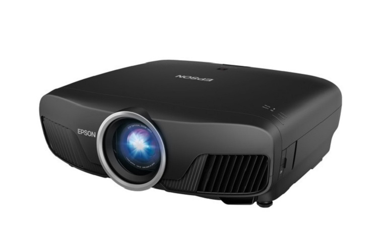 Epson Pro Cinema 6040B, a Full HD projector without breaking a sweat racing to 4K