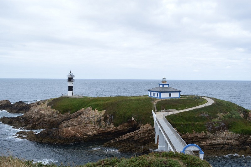 Do you like to sleep in different places? 5 lighthouses you can stay in