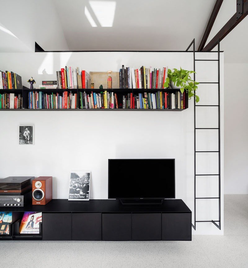 The best thing about a small apartment with a high ceiling is the possibility of having a loft